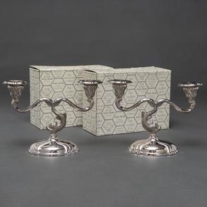Pareja de candelabros de dos luces en plata española punzonada. Siglo XX
