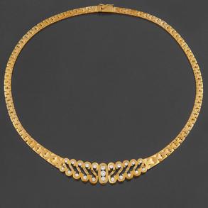 Gargantilla oro amarillo de 18 Kt con el frontal decorado con formas geométricas en S con Diamantes talla brillante