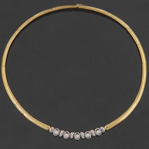 Gargantilla en oro amarillo de 18 Kt con el frontal en oro blanco y diamantes talla brillante