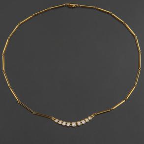 Gargantilla en oro amarillo de 18 Kt con arco orlado de diamantes talla brillante