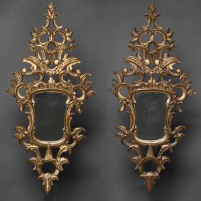 Pareja de cornucopias en madera tallada y dorada. Trabajo Español, Siglo XIX