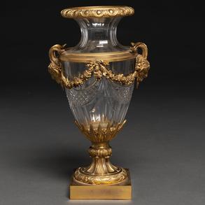 Copa francesa estilo Luís XVI realizada en cristal Baccarat y aplicaciones en bronce dorado. Trabajo Francés, Siglo XIX