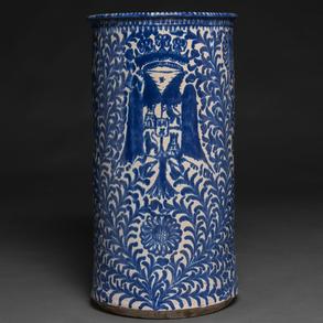 Paragüero en cerámica Española azul y blanca del siglo XIX.