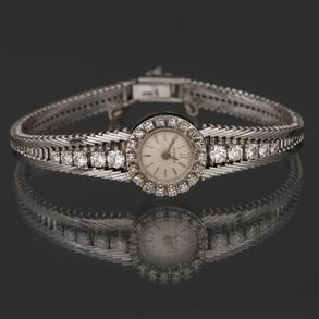JUVENIA -Reloj Joya de Dama en oro blanco de 18 kt con orla cuajada de diamantes talla brillante.