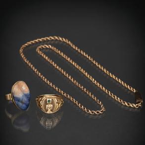 Miscelánea de piezas compuesto por cadena y dos anillos en oro amarillo de 18 Kt.