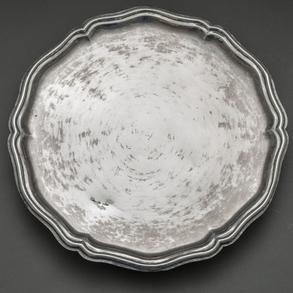 Gran salvilla en plata española del siglo XVIII.
