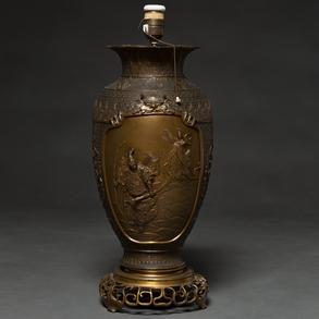 Jarrón Japonés realizado en bronce, Trabajo Japonés, Finales del Siglo XIX