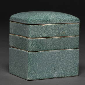 Caja China de tres pisos en porcelana esmaltada. Trabajo Chino, Siglo XIX-XX