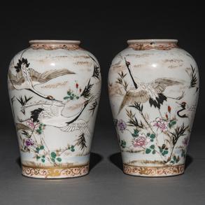 Pareja de jarrones en porcelana japonesa. Trabajo Japonés, Período Kutani, h. 1900