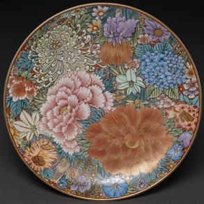 Plato circular realizado en porcelana japonesa h. 1920