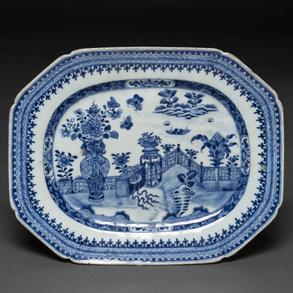 Bandeja Ochavada de porcelana de Compañía de Indias, azul y blanco, dinastía Qing, época Quianlong(1736-95)