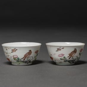 Pareja de tacitas en porcelana china. Trabajo Chino, Siglo XIX