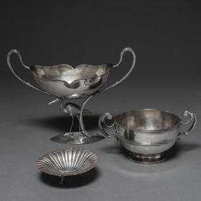 Conjunto de tres centros de plata punzonada. Siglo XX, Ley, 925