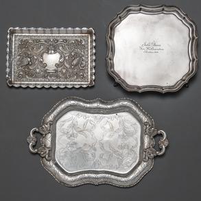 Conjunto de Bandeja, Salvilla y tarjetero en plata punzonada. S.XX