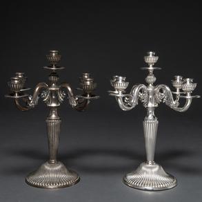 Pareja de candelabros de cinco luces en plata española punzonada. Siglo XX. Ley, 925