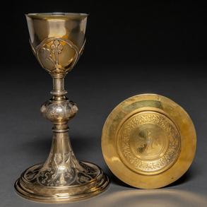 Cáliz litúrgico con plato en plata dorada y plata de su color punzonada. Trabajo Francés, Siglo XIX