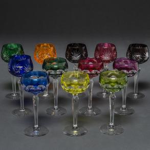 Conjunto de 12 copas en cristal Belga Val Saint Lambert de diversos colores.
