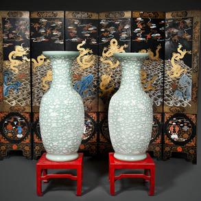 Importante pareja de jarrones chinos en porcelana de celadón. Trabajo Chino, Siglo XIX