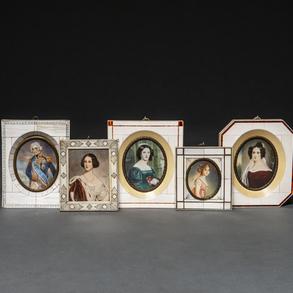 Conjunto de cinco miniaturas en marfil del siglo XIX