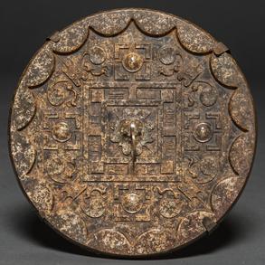 Espejo Chino circular realizado en piedra dura tallada. Trabajo Chino, Siglo XX