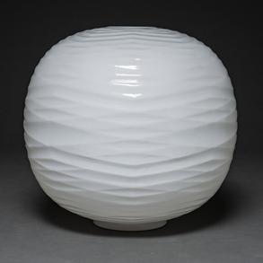 Lámpara de sobremesa en cristal de Murano color blanco de forma circular. Siglo XX