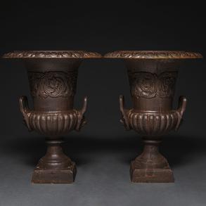 Pareja de copas estilo Medici realizadas en hierro fundido