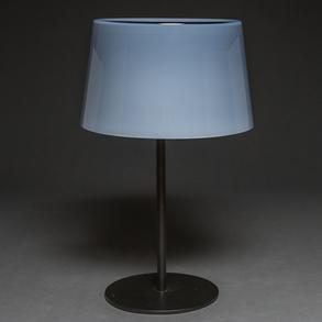 Lámpara de sobremesa en cristal de Murano con pantalla color azul y estructura en bronce cromado en negro. S. XX