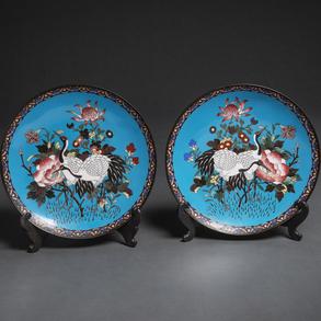 Pareja de platos Japoneses en esmalte cloisonné. Siglo XIX
