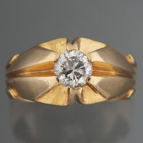 Anillo solitario en sólida montura en oro amarillo de 18kt con diamante talla brillante
