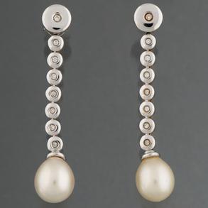 Pendientes largos en oro blanco de 18kt con diamantes en chatón y perla
