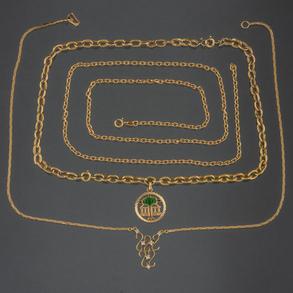 Conjunto de dos cadenas en oro amarillo de 18kt y gargantilla con brillantes