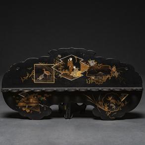 Colgador en madera lacada en negro. Trabajo Japonés siglo XIX