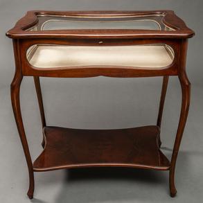 Mueble expositor realizada en madera de marquetería floral. Siglo XX