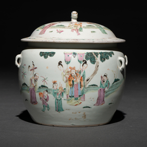 Sopera en porcelana china familia rosa. Trabajo Chino, Siglo XIX
