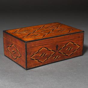 Caja Inglesa en madera con marquetería en madera de nogal. Siglo XIX