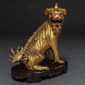 Incensario chino realizado en bronce dorado en forma de León Foó. Trabajo Chino, Siglo XIX