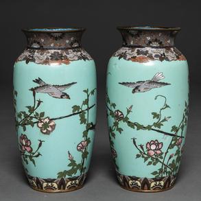 Pareja de jarrones en esmalte cloisoneé. Trabajo Japonés, Siglo XIX