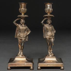 Pareja de candeleros en plata punzonada. Siglo XX